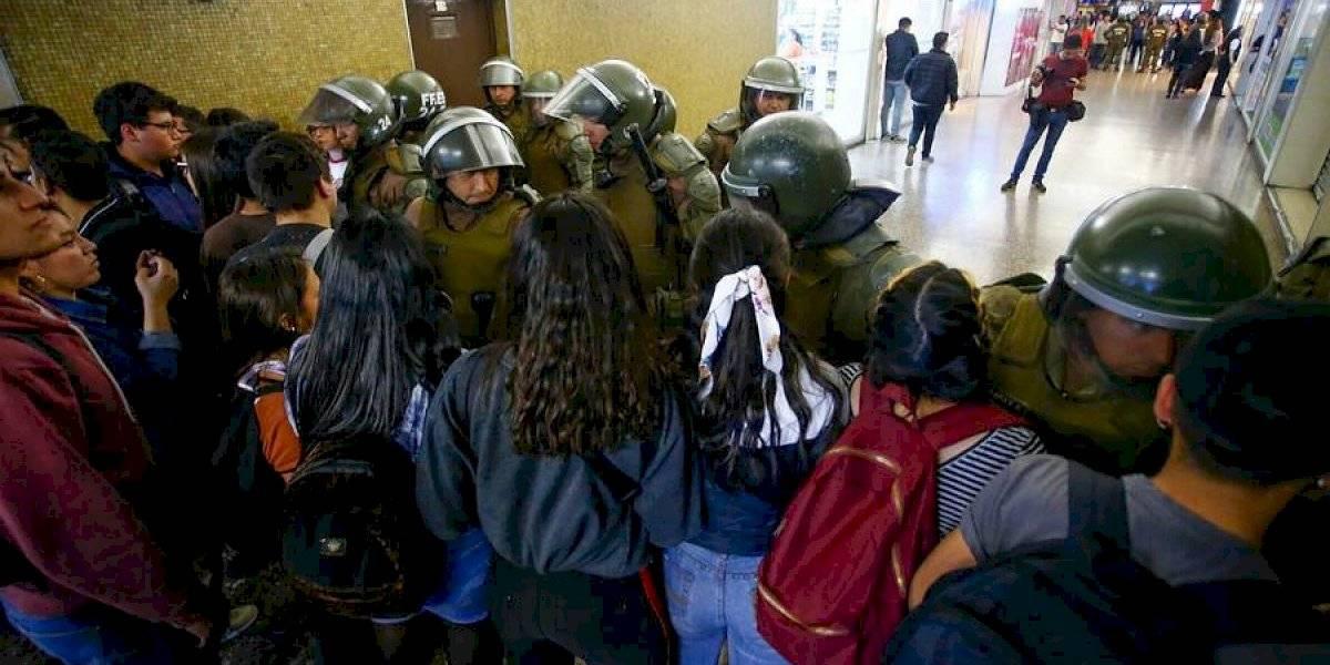 El mundo pone sus ojos en las evasiones masivas: así informa la prensa internacional las protestas en el Metro de Santiago