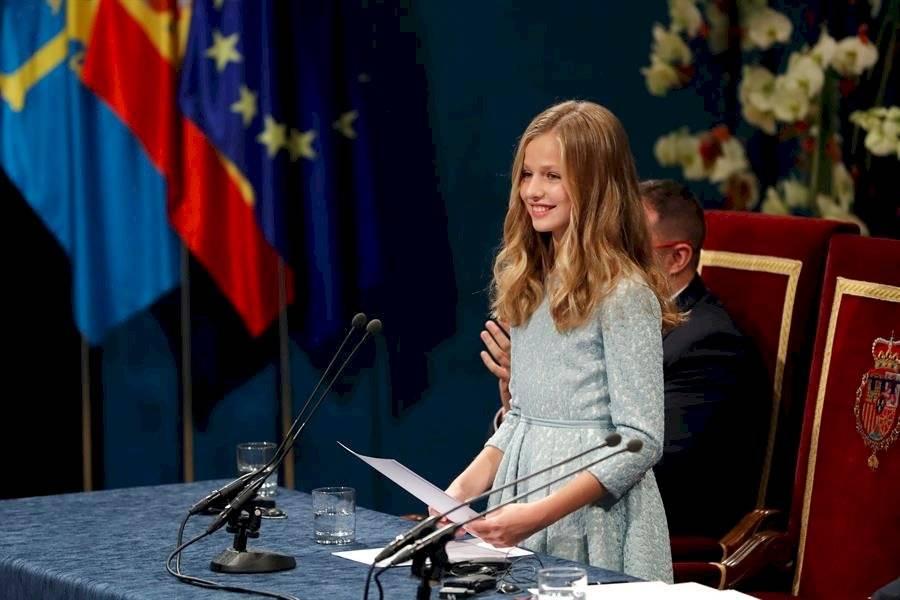 La princesa Leonor pronuncia por primera vez su discurso en la ceremonia de entrega de los Premios Princesa de Asturias 2019, este viernes en el Teatro Campoamor de Ovied EFE