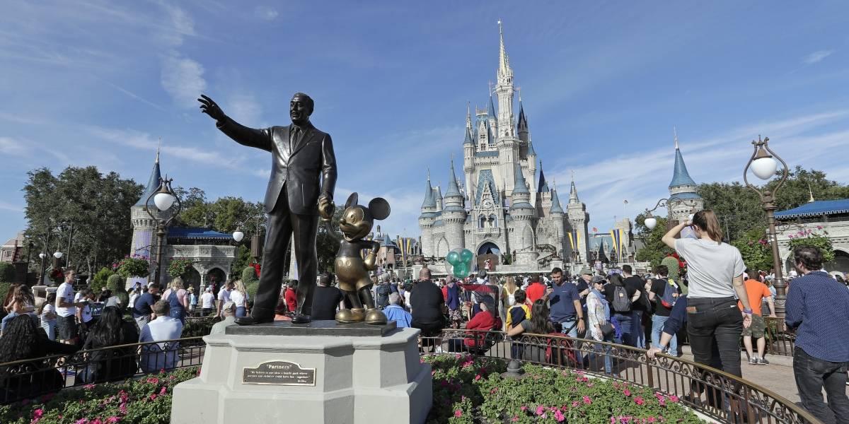 Hombre de Florida acusado de acosar a menores en Disney