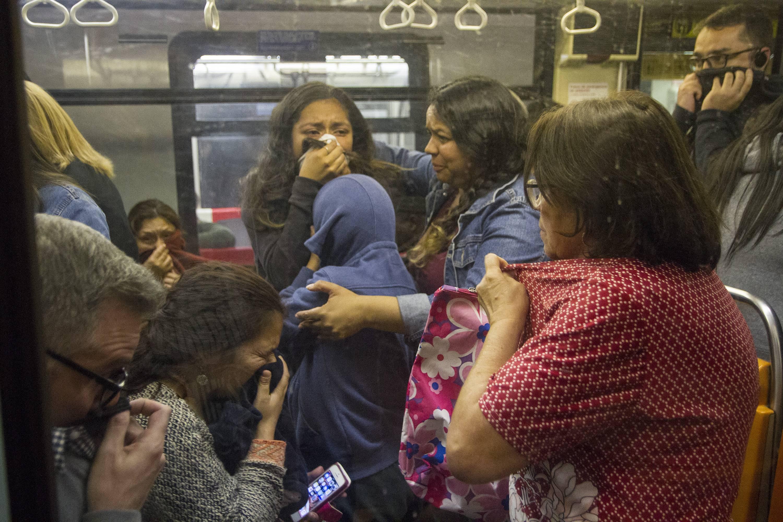 Metro de Santiago: Una televisión explotando en las vías se viraliza como expresión del descontento