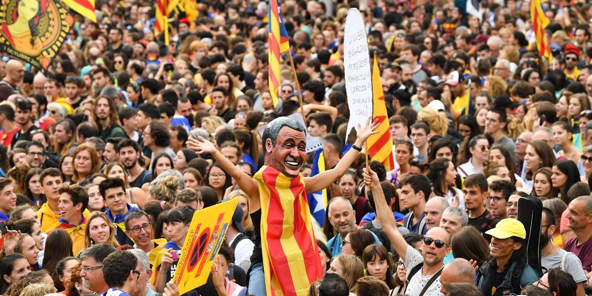 Barcelona tem dia de greve geral e confrontos