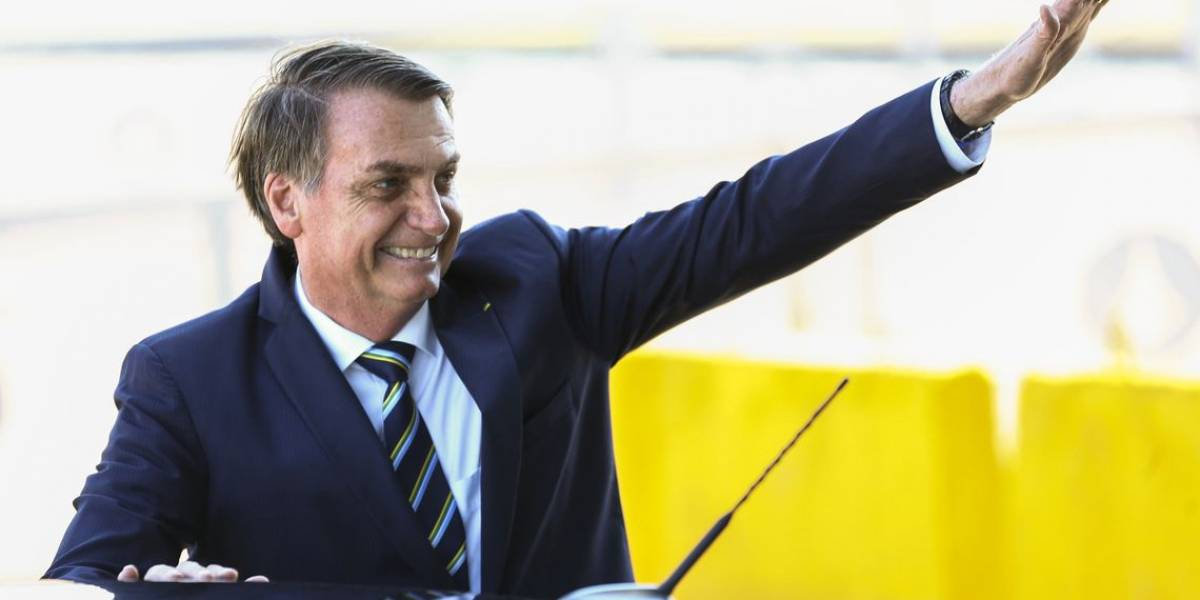 Bolsonaro diz ter sido convidado para vários partidos: 'Tô meio bonito, né'