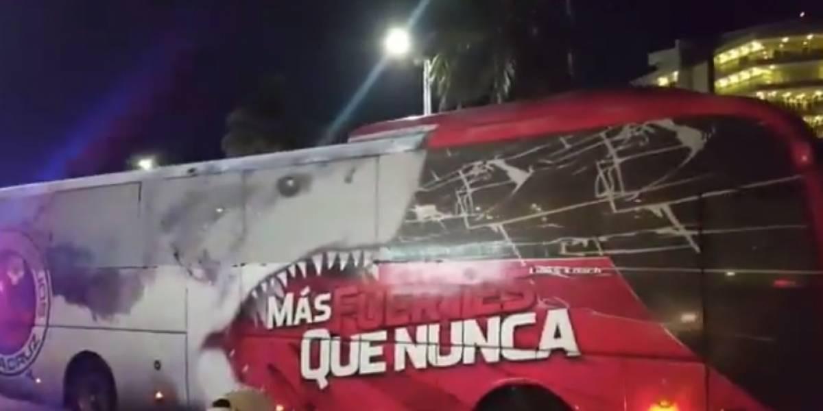 Jugadores de Veracruz salen del hotel rumbo al Estadio