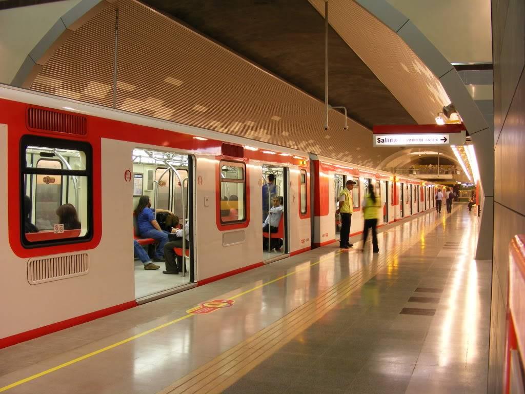 Federación de sindicatos de Metro de Santiago llama a paro mañana miércoles