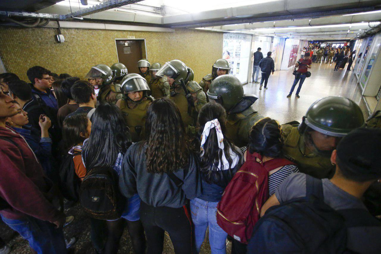 Los INFERNALES precios de Uber, Cabify, Beat y Didi por el cierre de líneas del Metro de Santiago