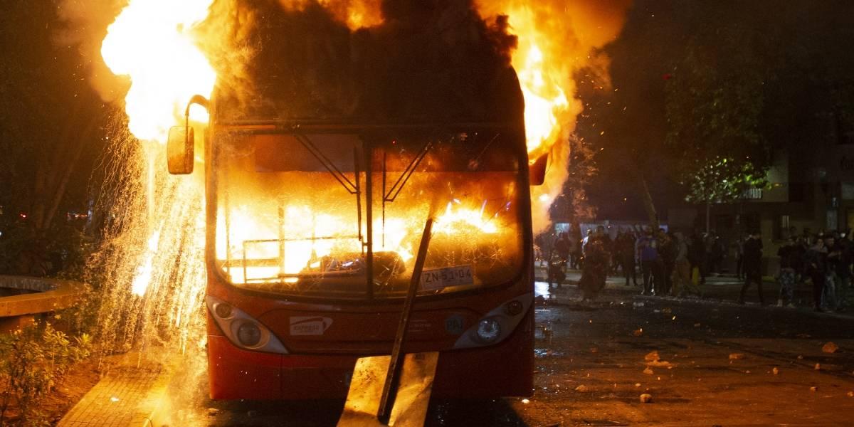 Piñera decreta estado de emergencia en Santiago de Chile tras violenta protesta