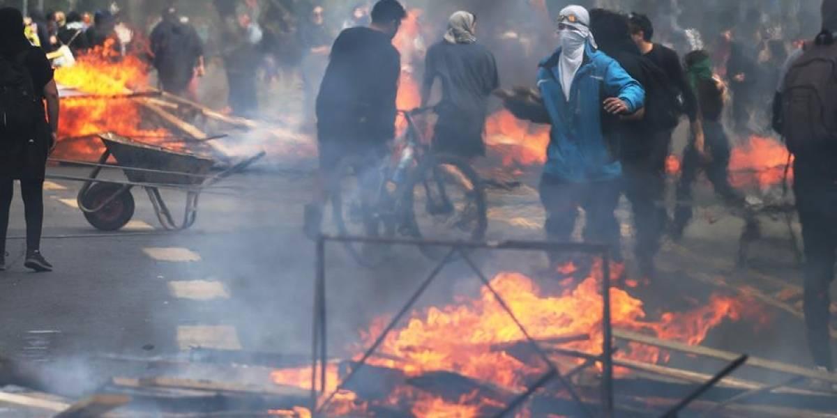 Piñera suspende alza de tarifas del metro, tras fuertes disturbios en Chile