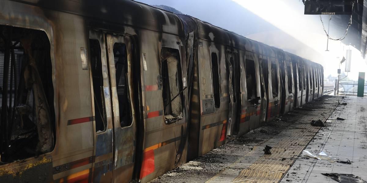 Matutino afirma que Gobierno rastrea acción de venezolanos en el Metro y Twitter y redes sociales estallan