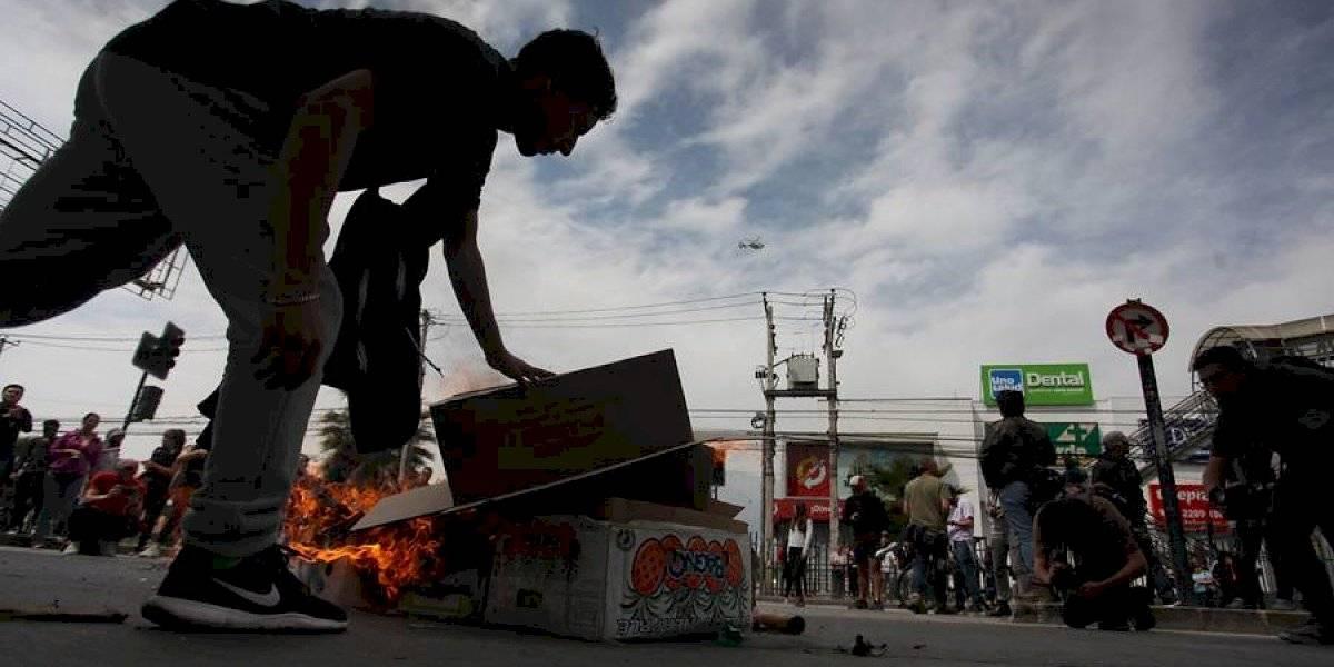 Crece el caos en Santiago: manifestaciones, incendios y saqueos a supermercados