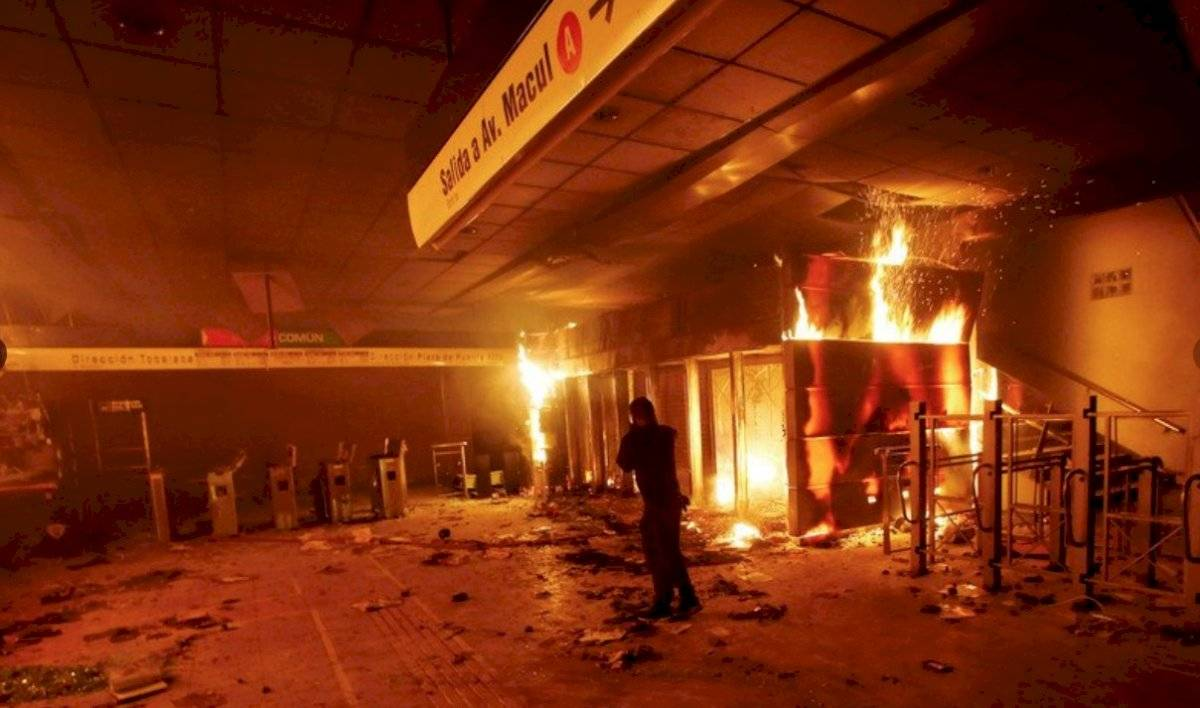 Presidente Piñera decreta estado de emergencia en Santiago por fuertes protestas EFE
