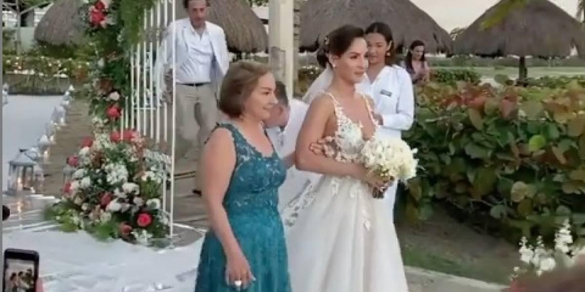 """VIDEO. La lujosa boda en la playa de Carmen Villalobos de """"Sin senos sí hay paraíso"""""""