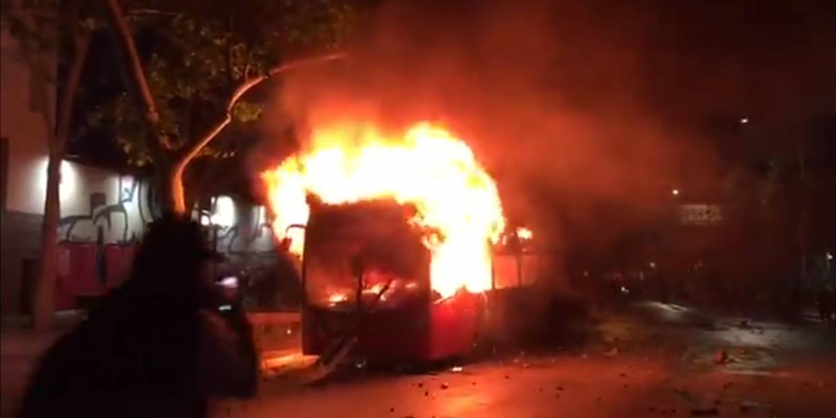 Santiago, no Chile, amanhece sob estado de emergência após protestos