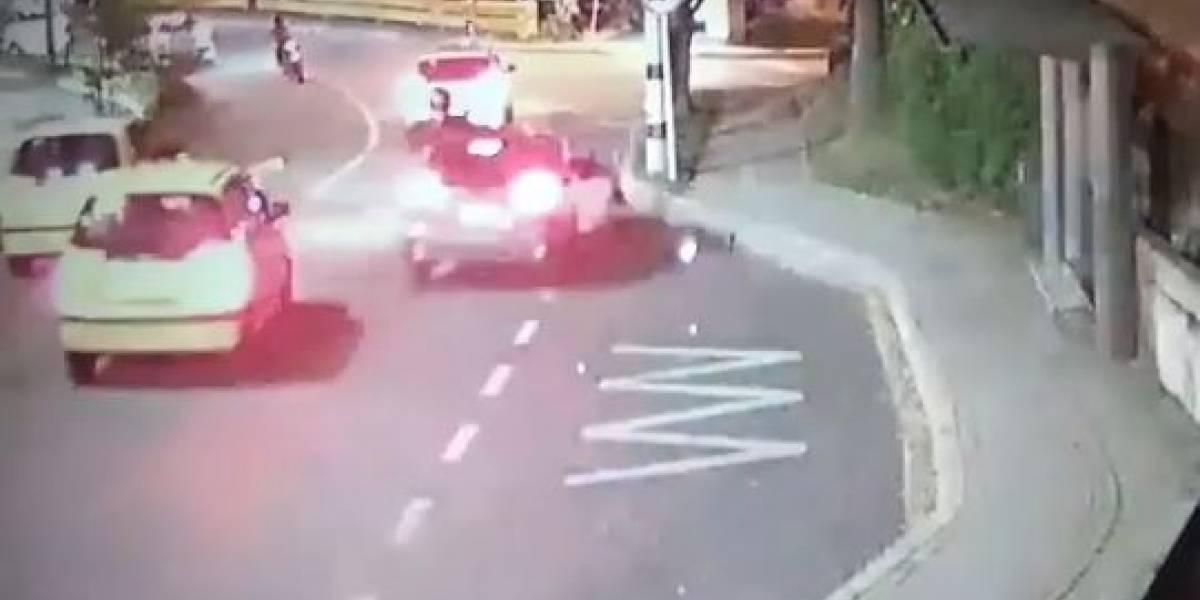 (VIDEO) Vehículo se quedó sin frenos y terminó arrollando a varias personas