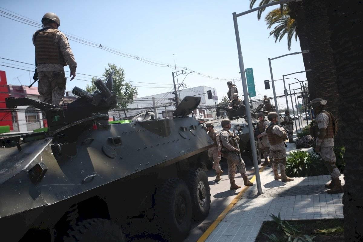 Chile: Se suspende el alza del precio del metro y se decreta toque de queda EFE