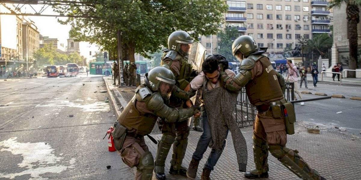 Disturbios en Chile dejan tres muertos; gobierno aumenta militarización