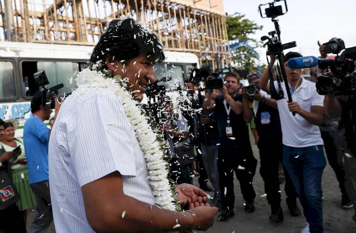 El presidente boliviano Evo Morales se dirige a vota en Villa 14 de septiembre en la región de Chapare, Bolivia, el domingo 20 de octubre de 2019. Foto: Juan Karita (AP)