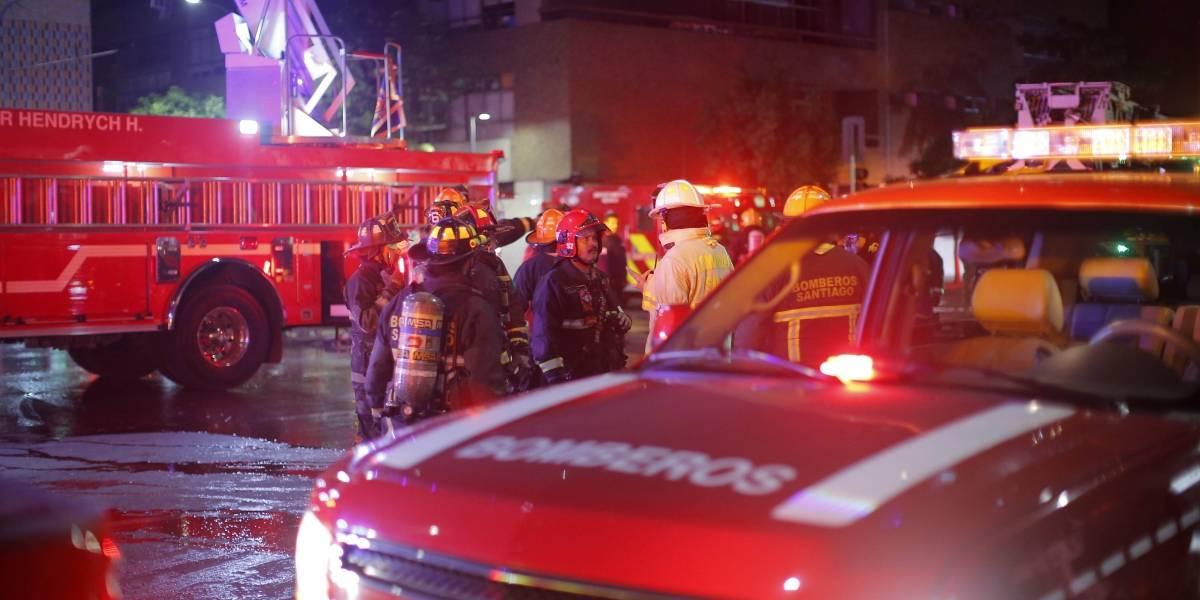 Caos en Santiago: rectifican a dos las personas muertas por incendio en supermercado de San Bernardo