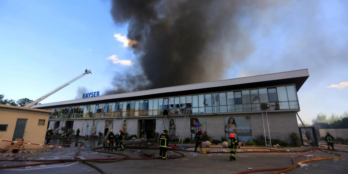 Otra tragedia en medio del caos: confirman muerte de 5 personas en incendio de bodega en Renca