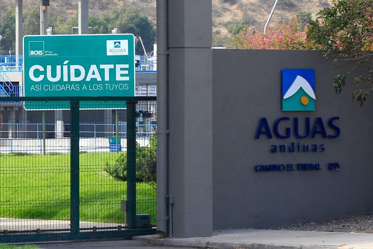 Aguas Andinas declara que son fake news las versiones de cortes en Santiago