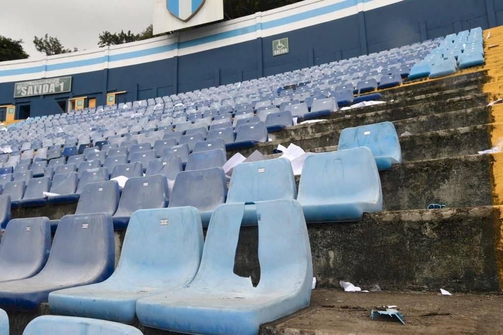 Foto Omar Solís | Comunicaciones deberá hacer un pago económico por los destrozos causados por sus aficionados en el estadio de la zona 5.