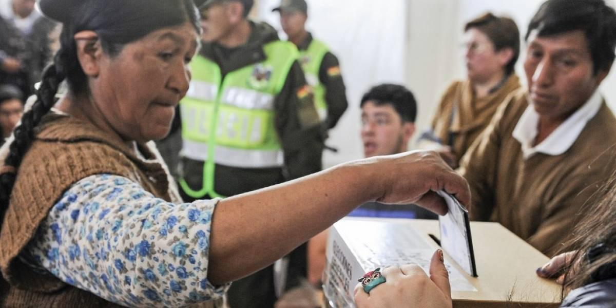 Bolivia vota en peleados comiciospara decidirla continuidad de Evo Morales