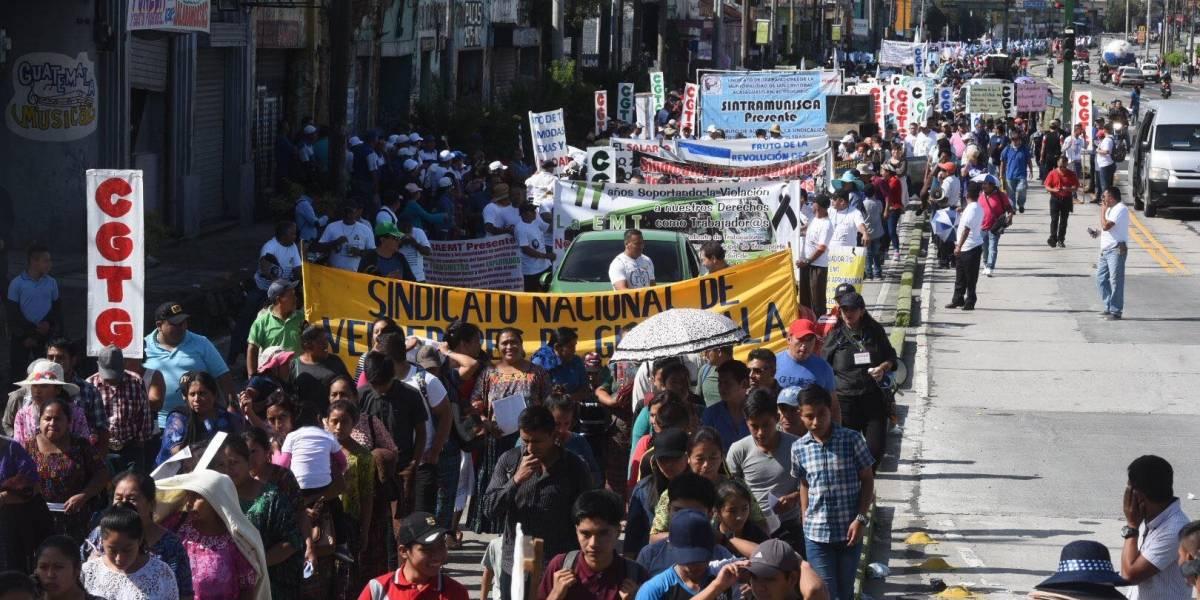 Marcha conmemora 75 años de la revolución