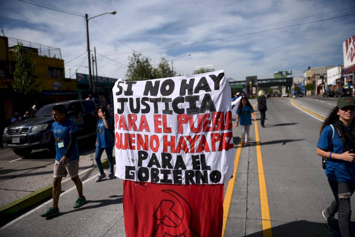 En la marcha por el Día de la Revolución se recordó la falta de justicia social. Foto: Oliver de Ros