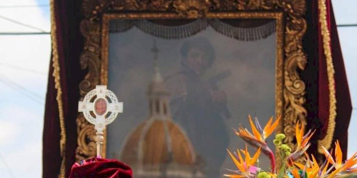 Decenas de fieles participan de la festiva procesión de San Judas Tadeo