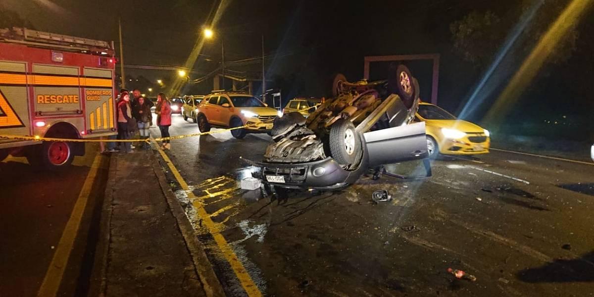 Quito: Un fallecido y ocho heridos dejó dos accidentes de tránsito en la madrugada