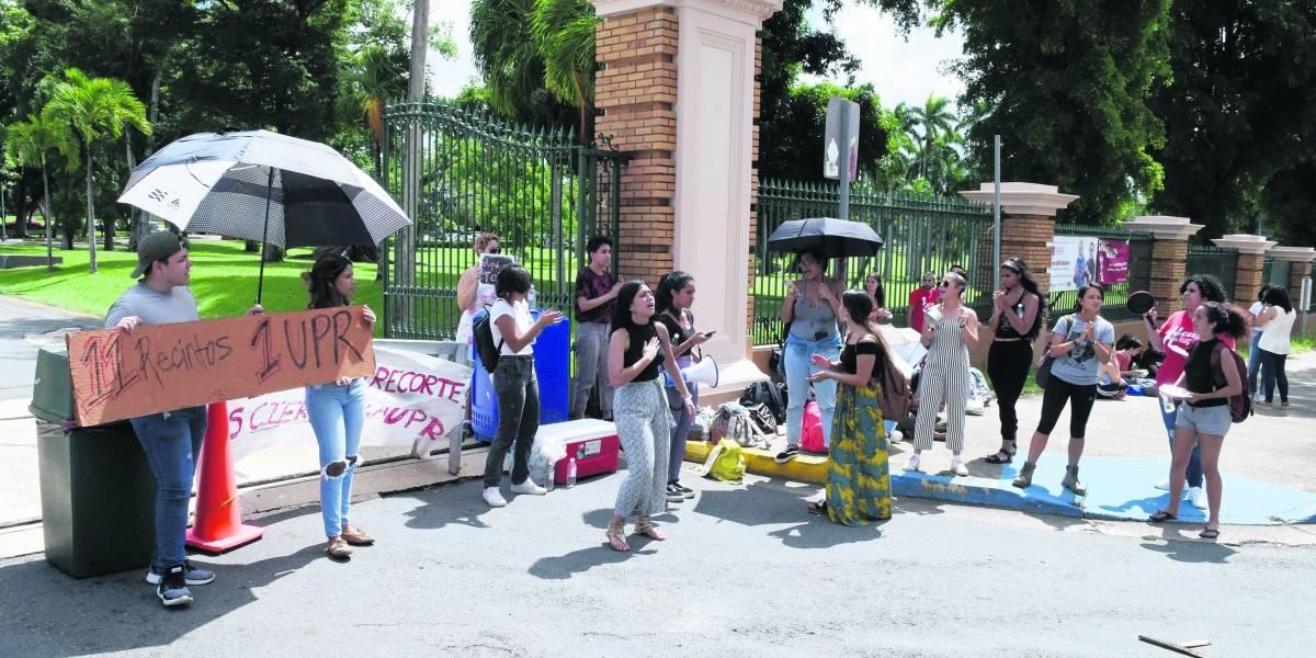Estudiantes reclaman respuestas concretas en UPR