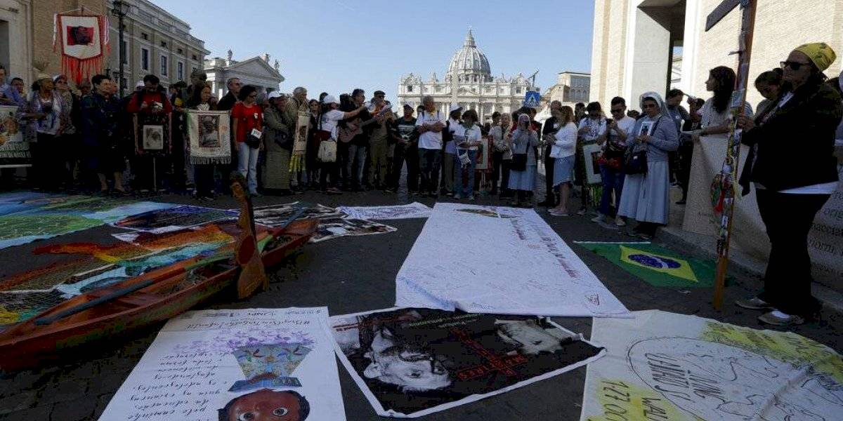 Roban estatuas amazónicas en iglesia del Vaticano