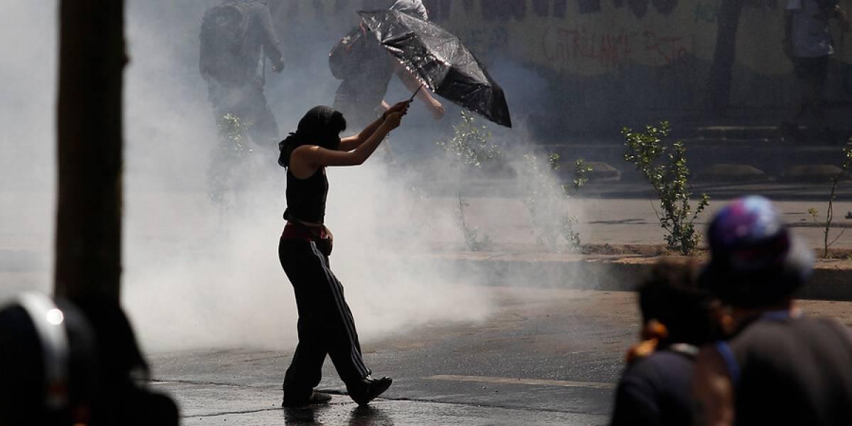 Duros enfrentamientos en el centro de Santiago en medio de manifestación pacífica