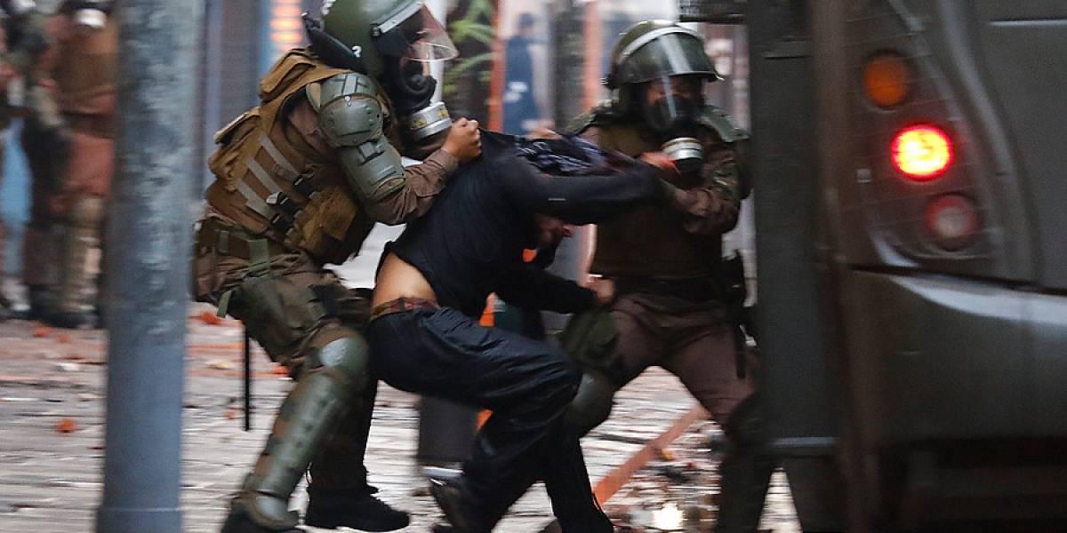 """Segundo golpe lapidario contra Carabineros: Human Rights Watch denuncia """"graves violaciones a derechos humanos"""" en Chile y pide una reforma policial urgente al Gobierno de Piñera"""