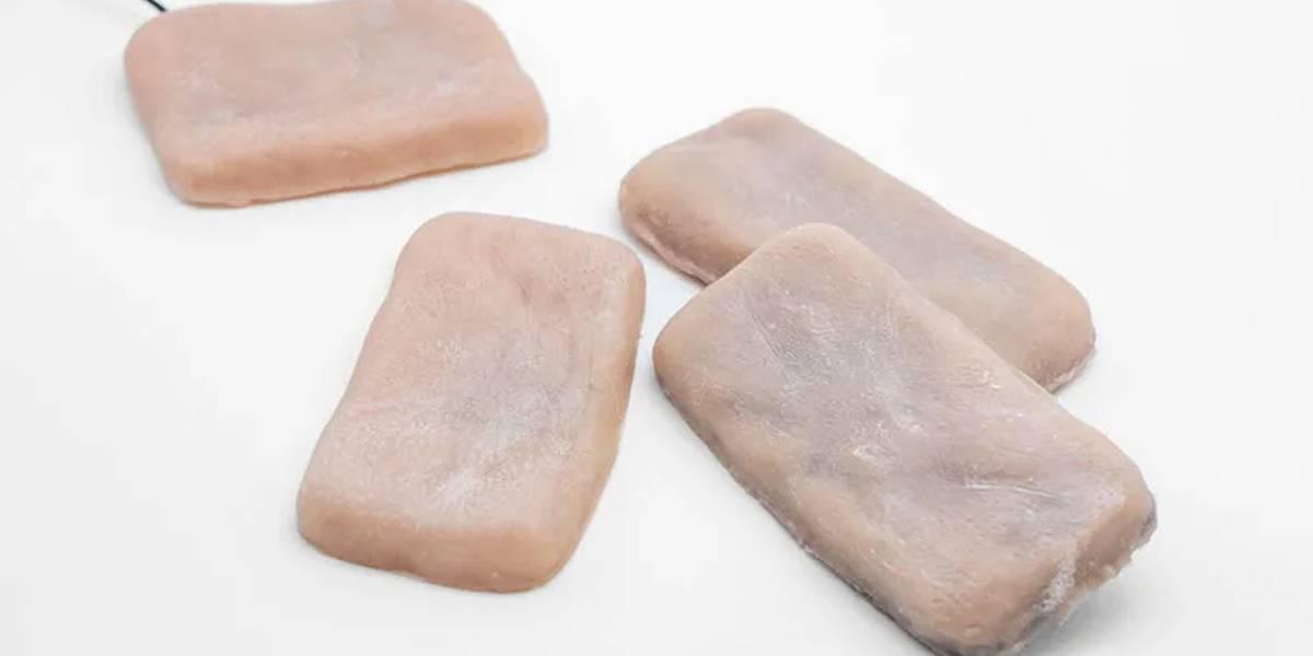 La nueva moda en móviles: fundas con aspecto de piel humana