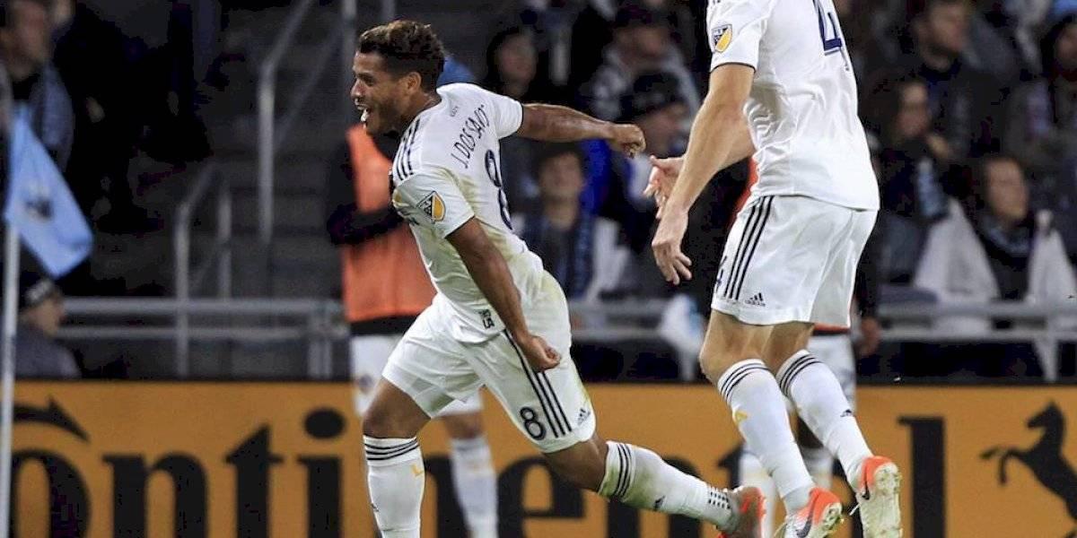 Con golazo, Jonathan dos Santos pone al Galaxy en semifinales de la MLS