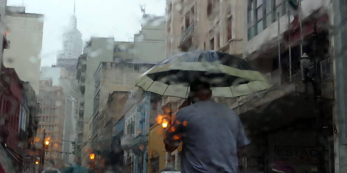 Previsão do Tempo: sábado será abafado e chuvoso em São Paulo