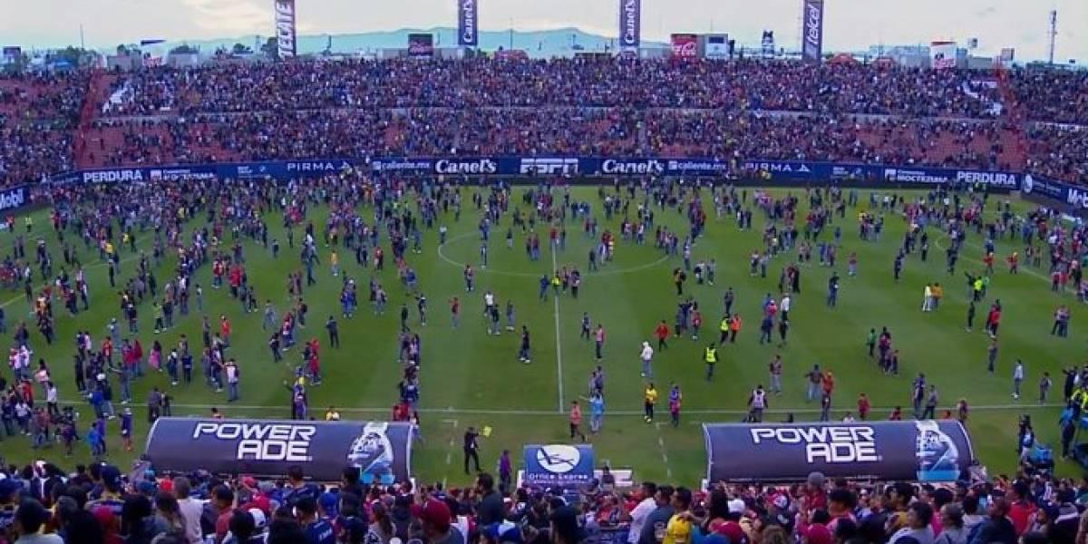 Escándalo en México: Pelea entre barristas de Atlético de San Luis y Querétaro deja varios heridos en las tribunas