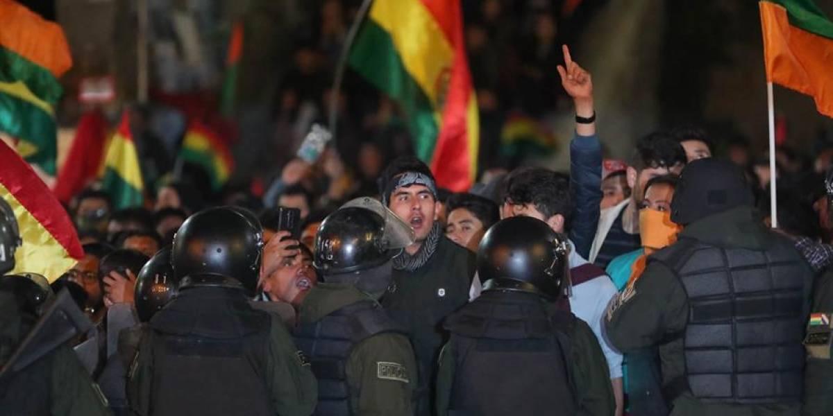 Bolivia: Queman oficinas electorales en dos ciudades mientras se espera el resultado electoral