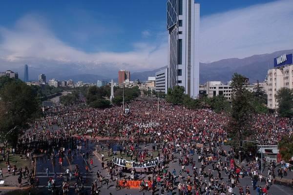Resultado de imagen para foto de las manifestaciones en chile