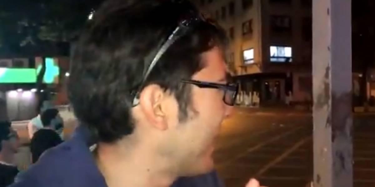 Mientras era entrevistado por la BBC: registran momento en que le disparan lacrimógena en la cabeza a joven en Providencia