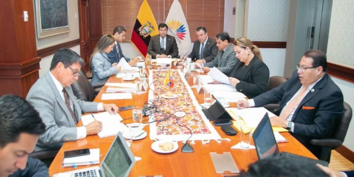 Asambleístas refugiados en Embajada de México en Quito no recibirán sueldo