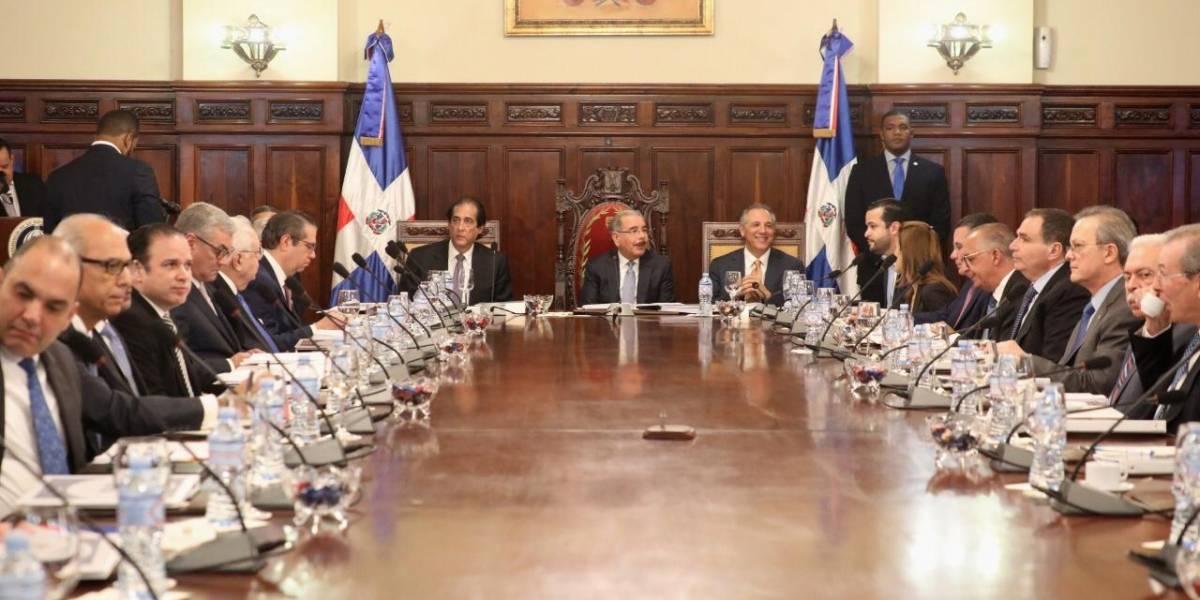 Presidente Medina promulga nuevos decretos impulsan Competitividad de RD