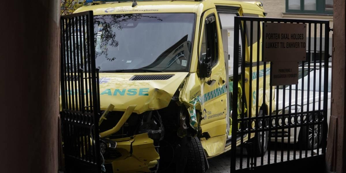 Homem rouba ambulância e lança veículo contra pedestres na Noruega