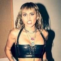 Miley Cyrus ofrece ser la cantante de bodas de Gwen Stefani y Blake Shelton