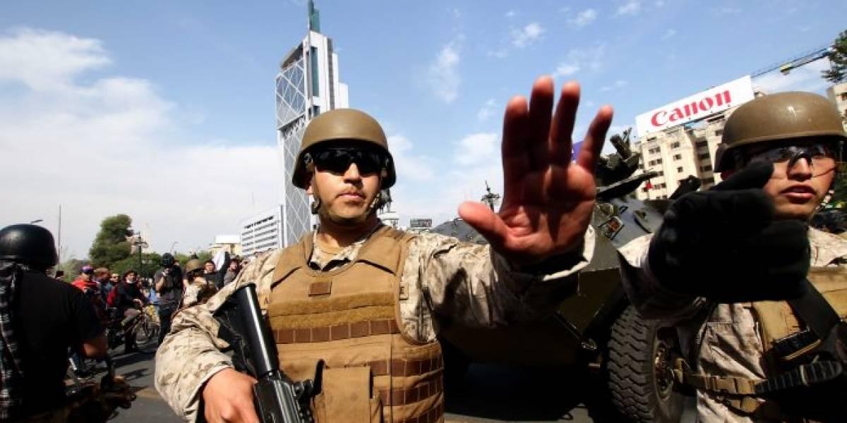 El toque de queda y la represión militar grabadas por los celulares de la gente