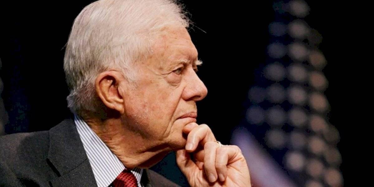 Expresidente Jimmy Carter sufre una caída en su casa