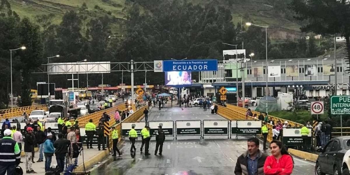 Colombia cierra el paso vehicular y peatonal por el puente Rumichaca desde Ecuador