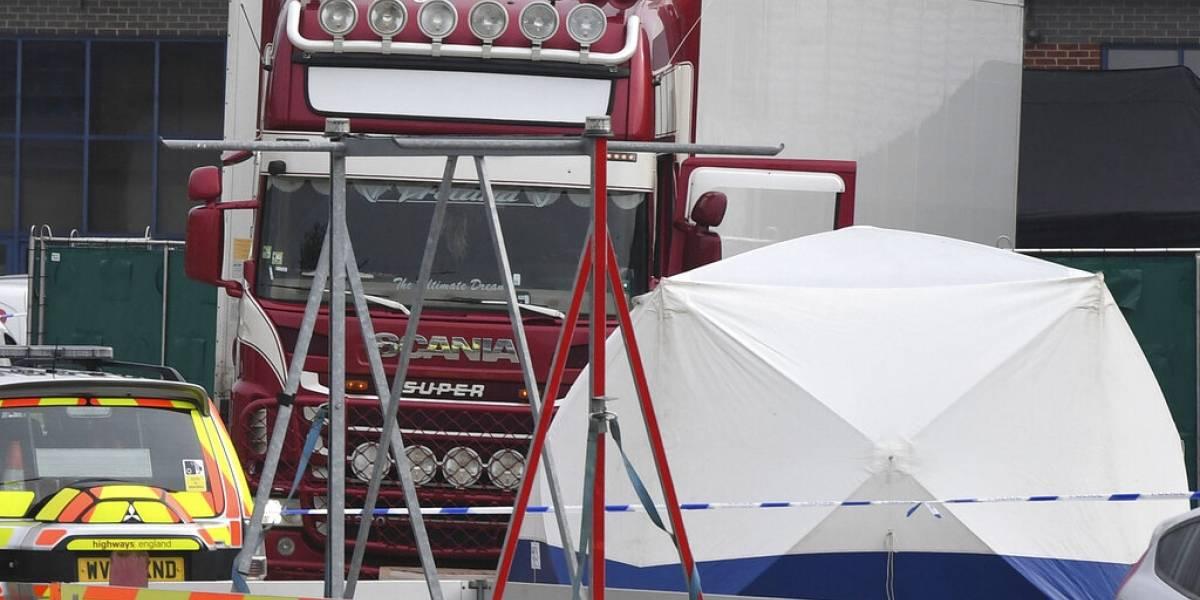 Encuentran 39 cuerpos en un camión de mercancías en Inglaterra