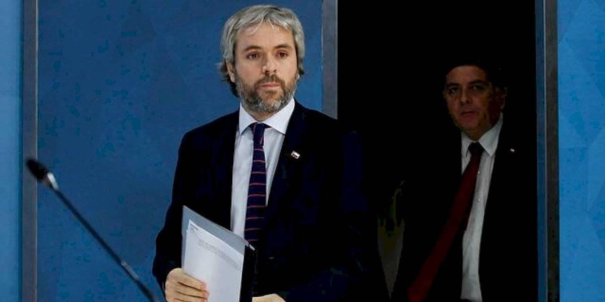 """Ministro Blumel asumió que la situación del país es """"compleja"""""""