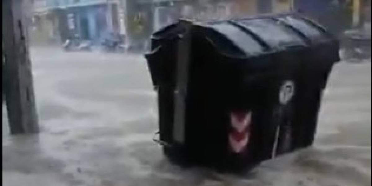Contenedor de basura salió flotando por fuertes aguaceros en Bogotá